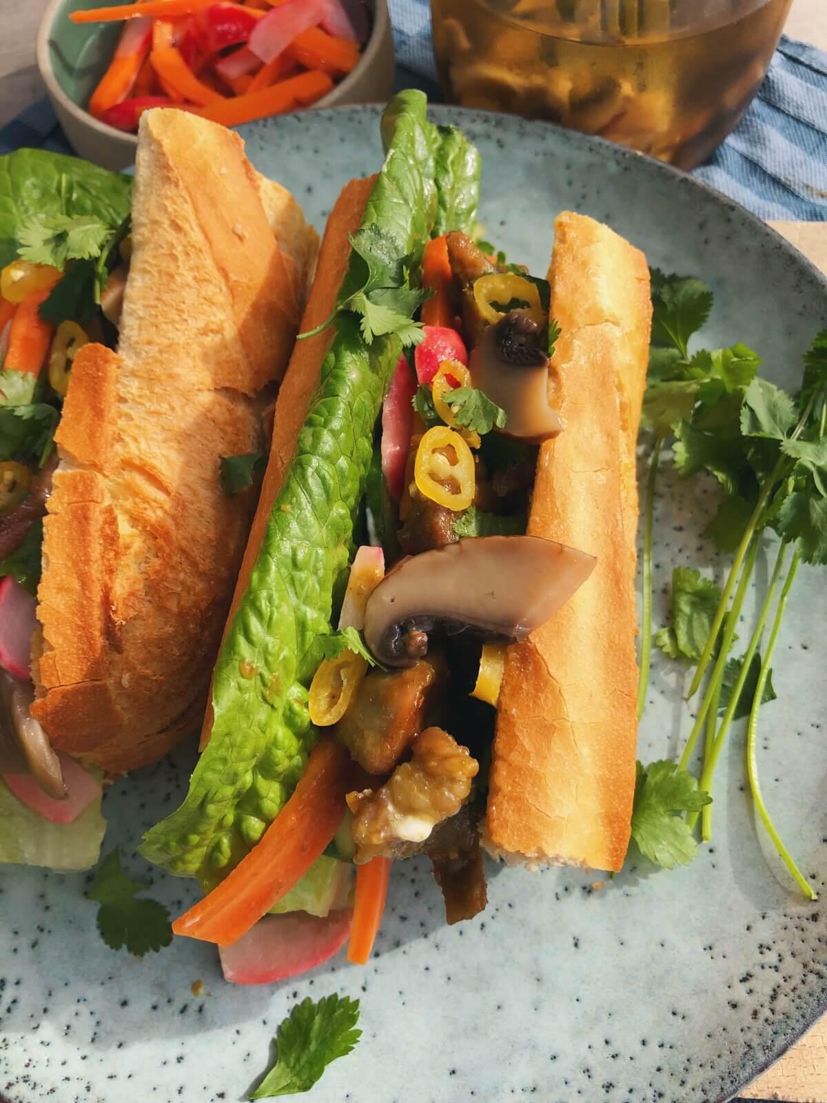 Banh mi sandwich med syltede svampe opskrift
