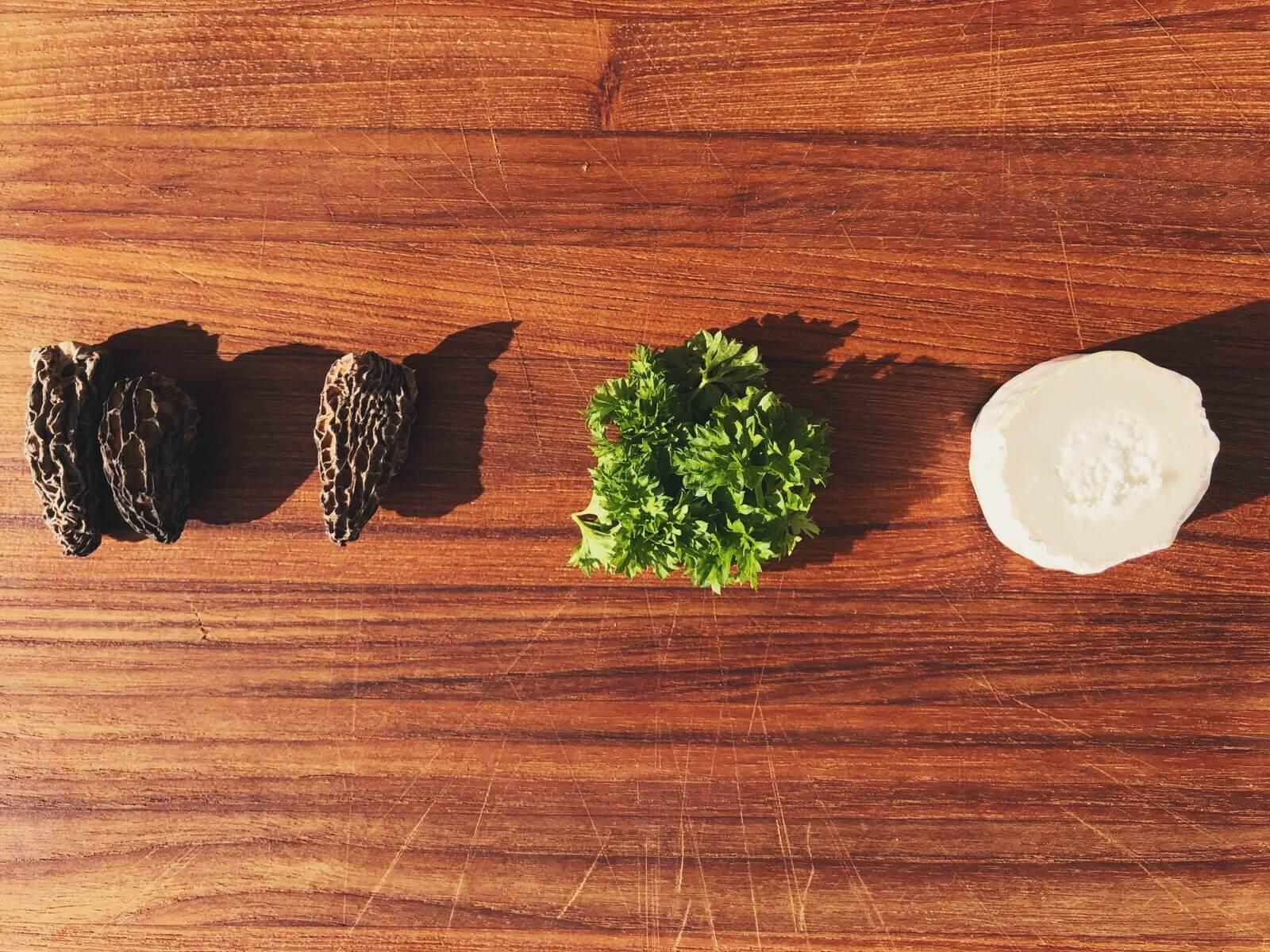 fyldte morkler med gedeost og persille ingredienser