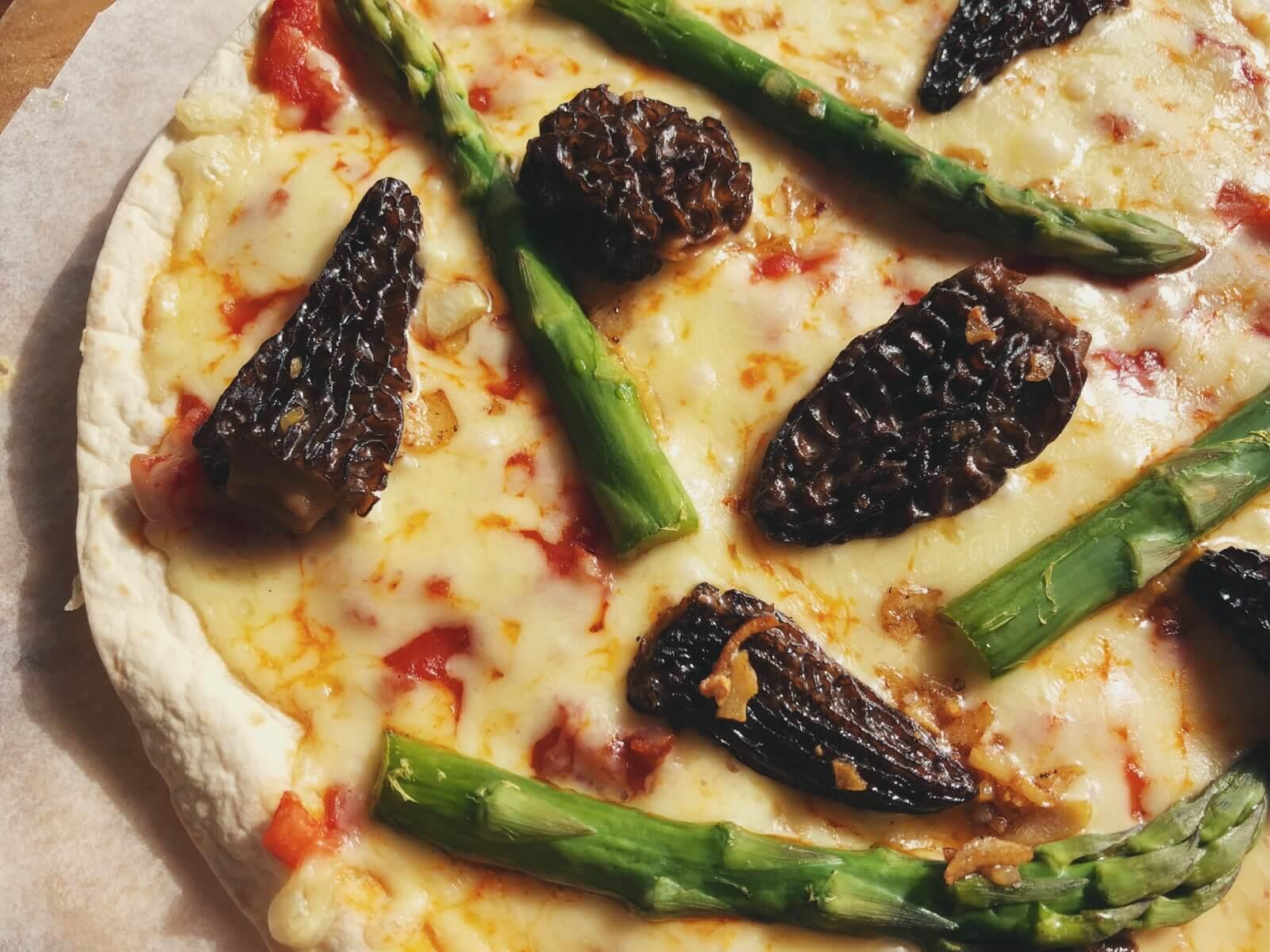 tortilla pizza med morkler opskrift