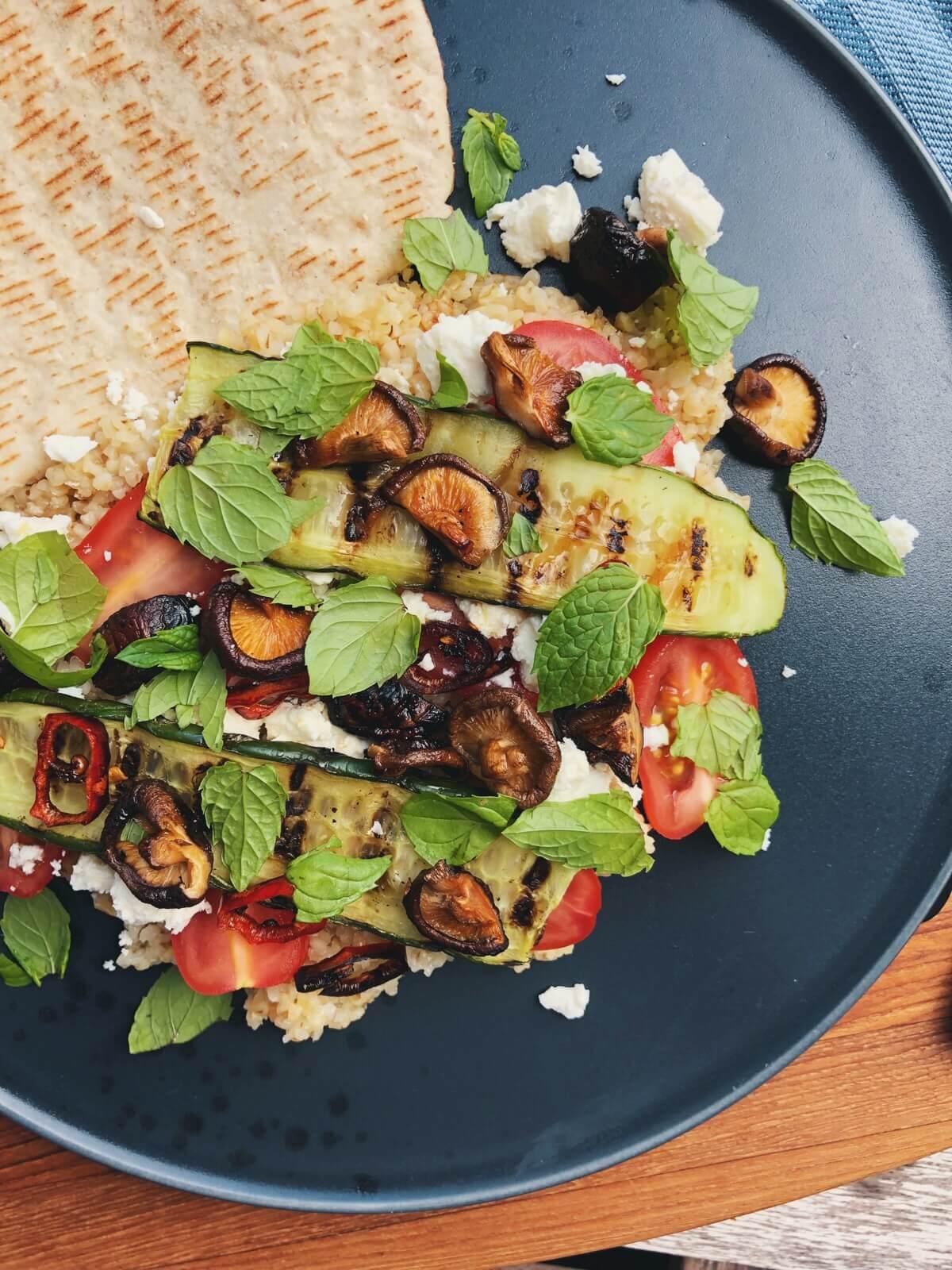 Bulgursalat med shiitake, tomat og feta ingredienser