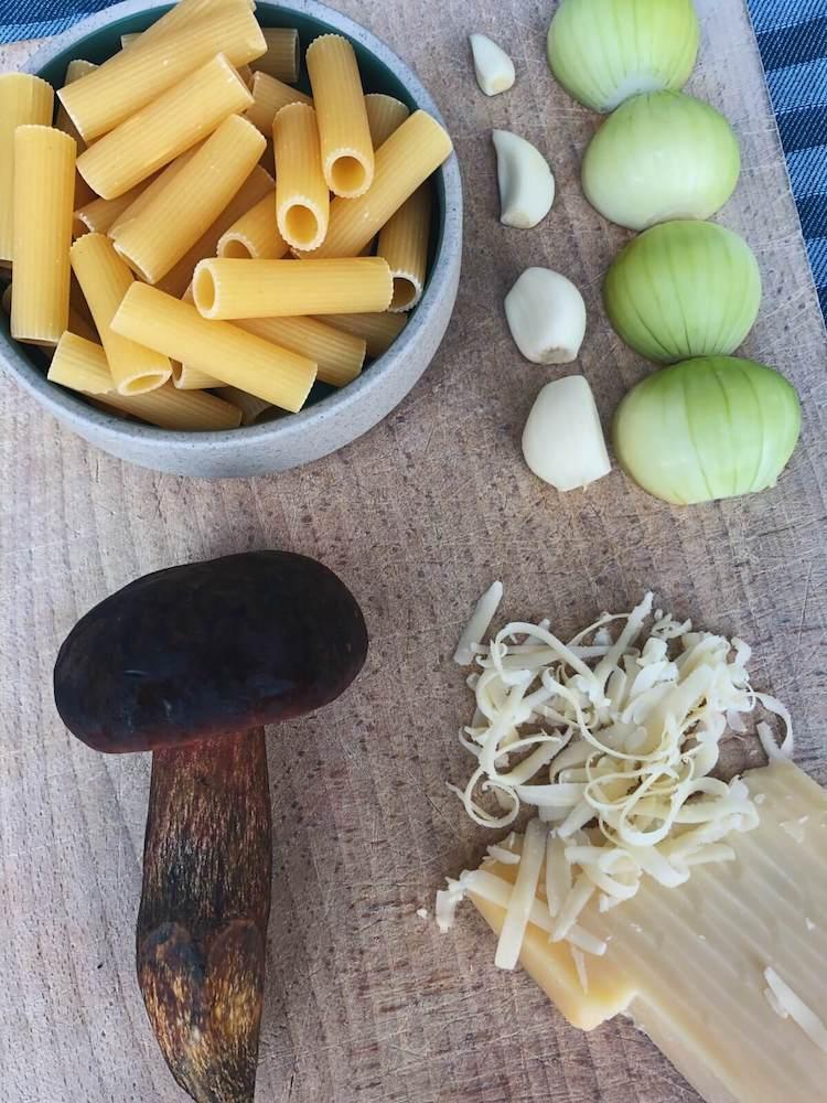 Rigatoni med indigo-rørhat og rosmarin ingredienser